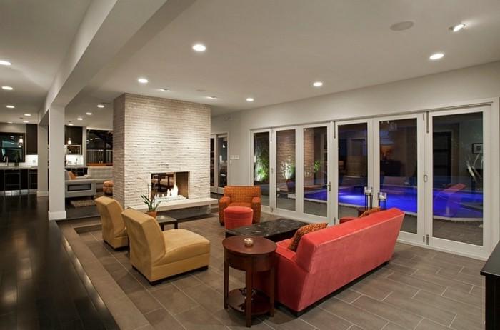 moderne-gestaltung-wohnzimmer-interessante-deckenleuchten-rotes-sofa