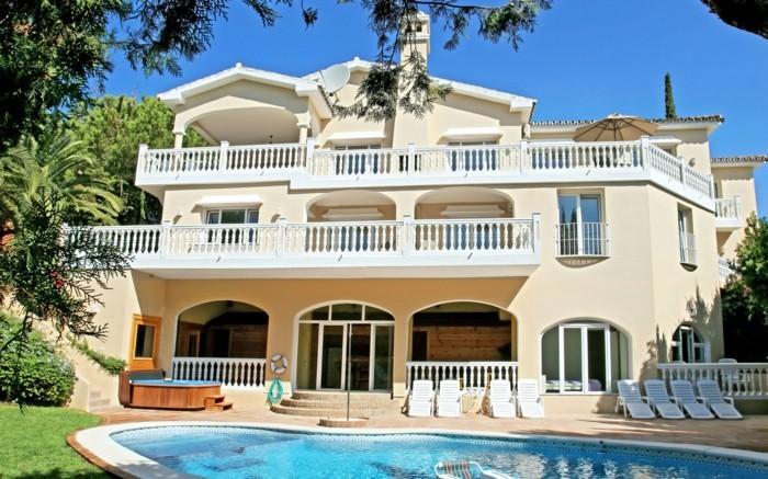 moderne-häuser-weiße-attraktive-gestaltung-modell-auf-mehreren-etagen