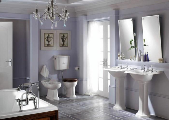 moderne-traumbäder-gestalten-interessanter-lüster-weiße-badmöbel