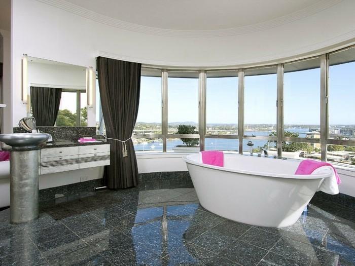 moderne-traumbäder-gestalten-wunderschönes-modell-badewanne-gläserne-wände