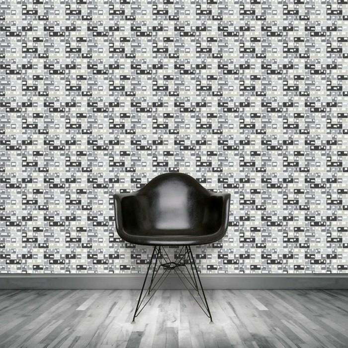 moderne-und-interessante-tapeten-im-zimmer-mit-einem-schwarzen-stuhl
