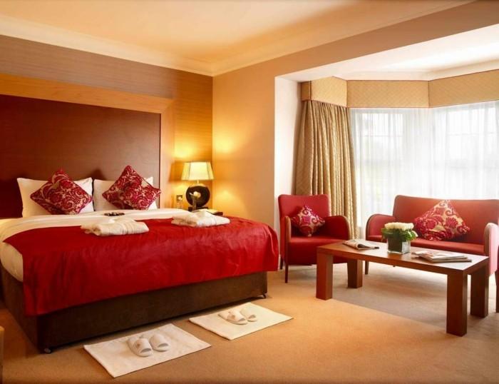 moderne-wandfarben-ideen-goldene-und-braune-nuancen-im-schlafzimmer