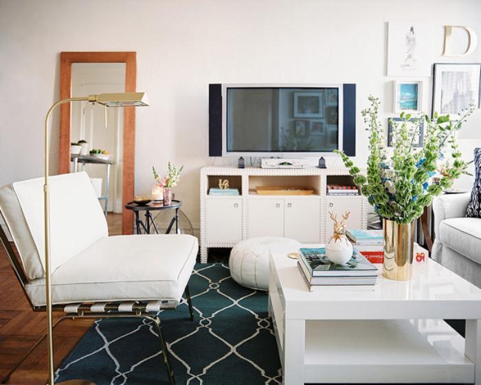 modernes-Interieur-weiße-Möbel-weißer-Couchtisch