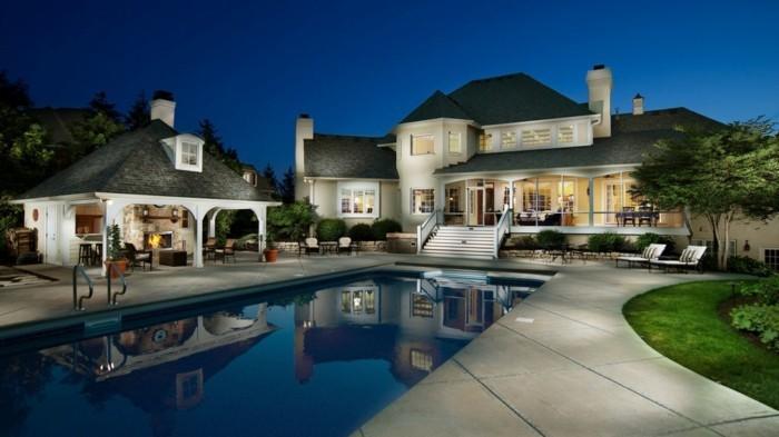 modernes-architektenhaus-luxuriöse-gestaltung-toller-pool