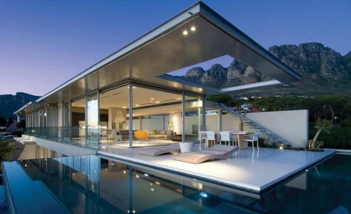 modernes-architektenhaus-minimalistisches-modell-kreative-gestaltung-umgebung-von-wasser