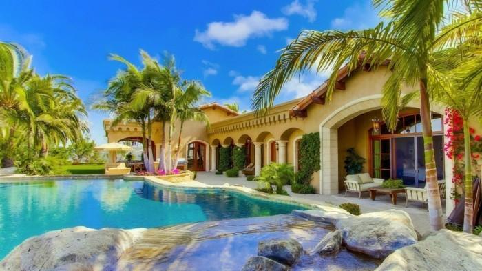 modernes-architektenhaus-sommerliche-umgebung-wunderschönes-design
