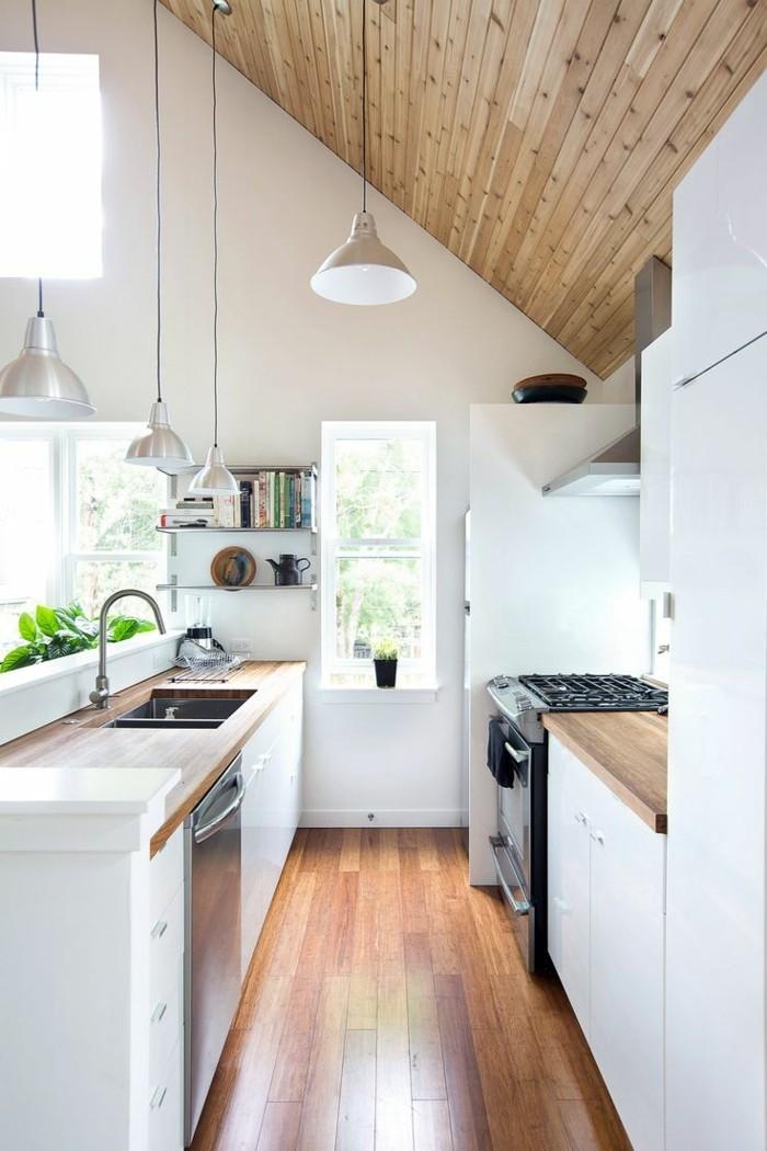 modernes-funktionales-Küchen-Interieur-mit-Parkett