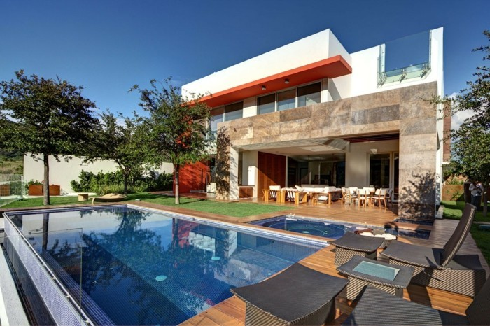 modernes-haus-attraktives-design-mit-einem-schönen-pool
