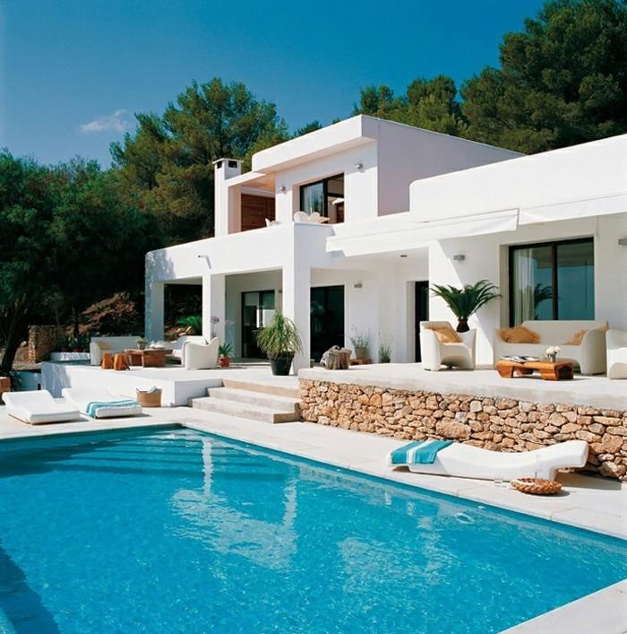 modernes-haus-weiße-minimalistische-ausstattung-wunderschönes-design-mit-pool
