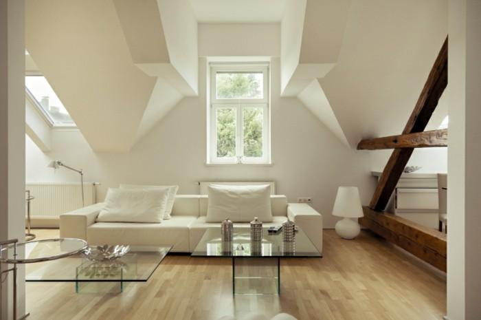 modernes-renoviertes-wohnzimmer-weiße-wandgestaltung-interessante-inneneinrichtung