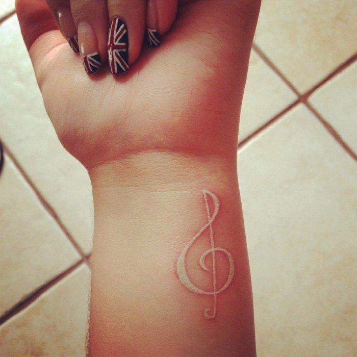 musikalische-Tattoo-Ideen-Schlüssel-coole-Tattoo-Symbole
