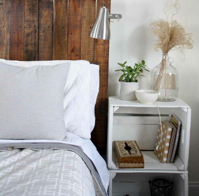nachttisch-selber-bauen-wunderschönes-weißes-modell-neben-einem-bett-mit-kopfbrett