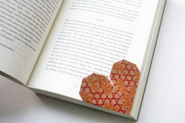 origami-herz-braunes-modell-lesezeichen-selber-machen