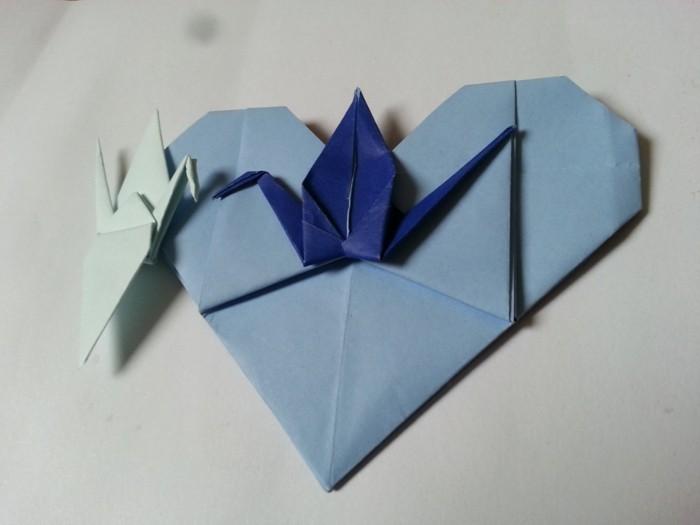 origami-herz-in-blauer-farbe-kreatives-design