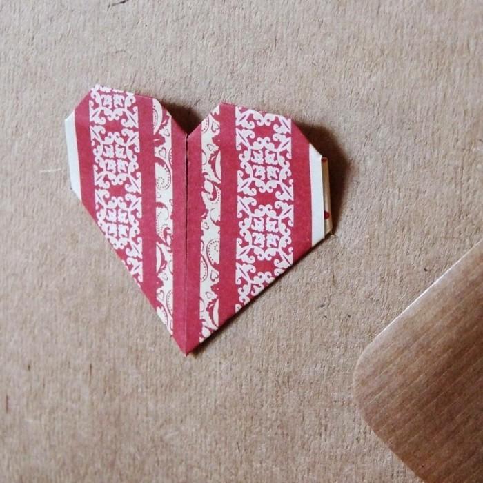 origami-herz-kreative-gestaltung-zwei-farben-zusammenbringen