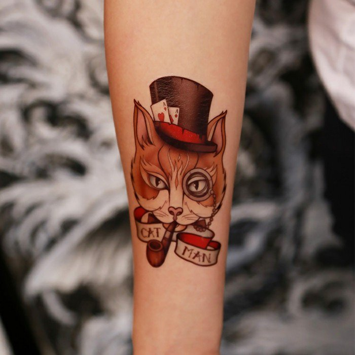 originelle-Tattoo-Ideen-Alice-in-Wonderland-Katze