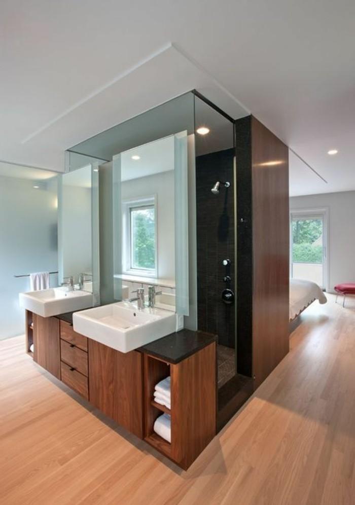 originelle-badideen-duschkabine-und-weißes-waschbecken