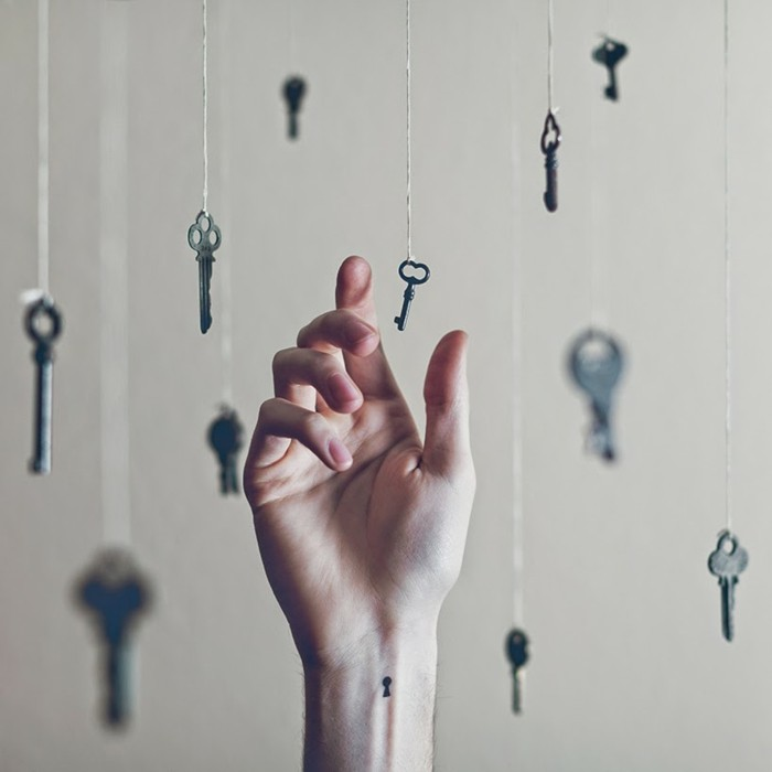 originelles-Tattoo-am-Handgelenk-Schlüsselloch