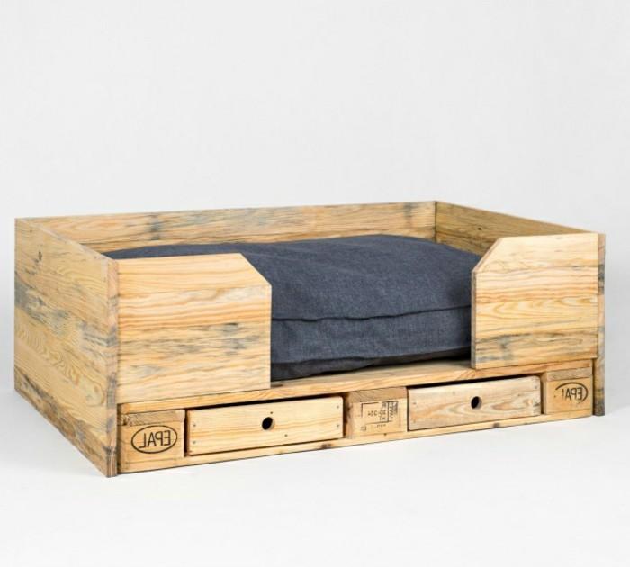 palletten-möbel-kreatives-modell-sofa-mit-schubladen