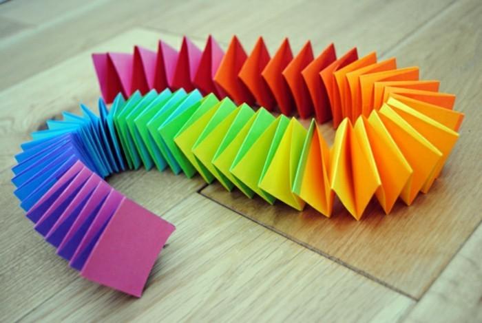 papier-falten-bunte-farben-wunderschönes-modell