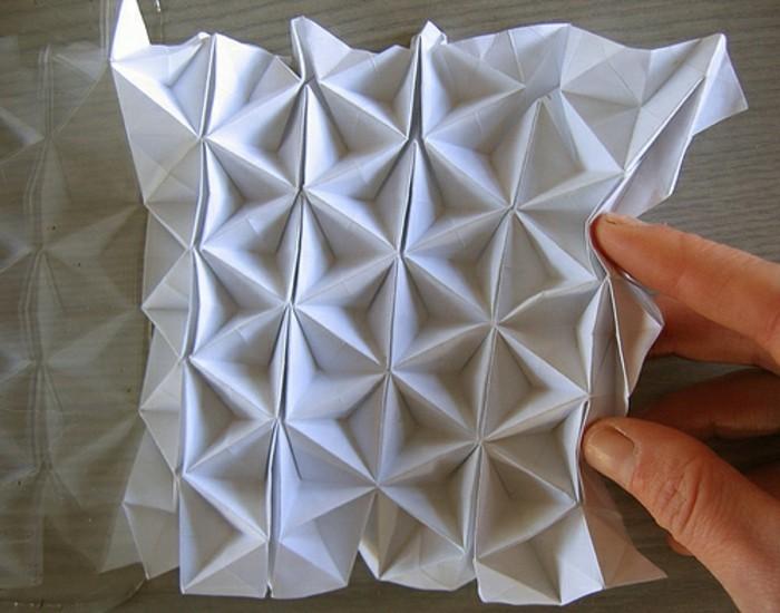 papier-falten-interessante-gestaltung-weiße-farbe