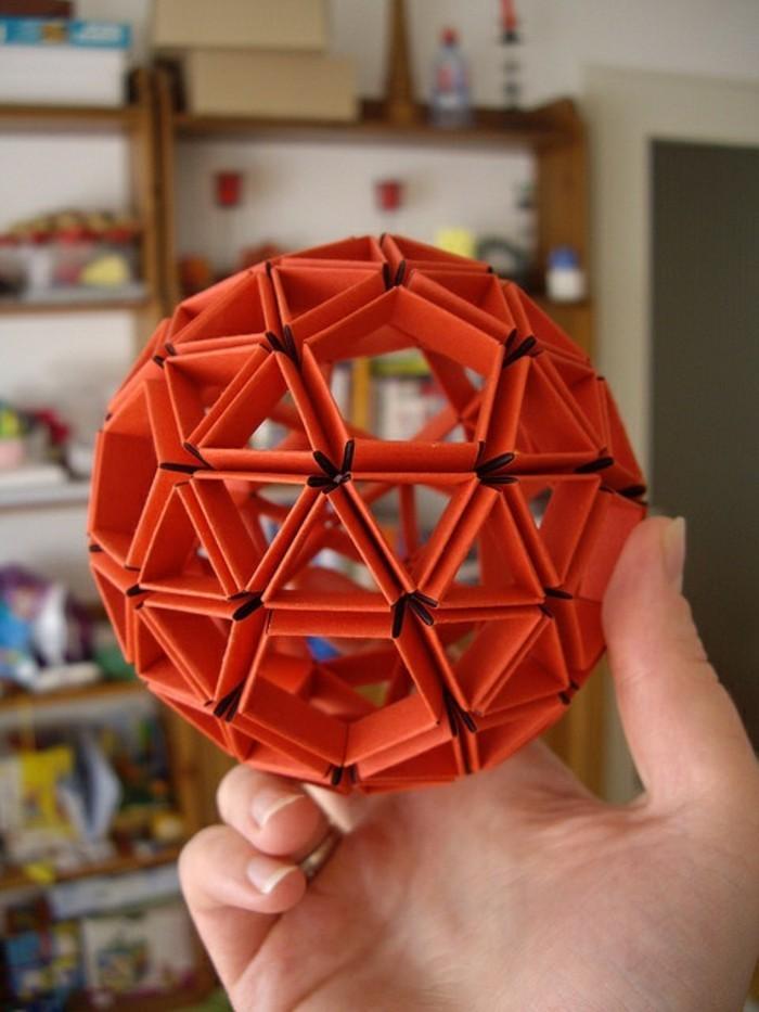 papier-falten-roter-dekoartikel-wunderschönes-modell