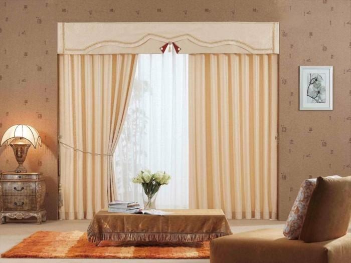 pfirsich-farbe-im-wohnzimmer-attraktive-gardinen