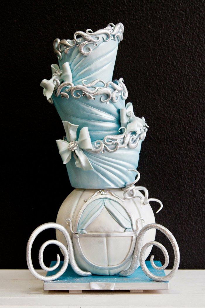 prachtvolle-Torte-inspiriert-vom-Cinderella-Märchen