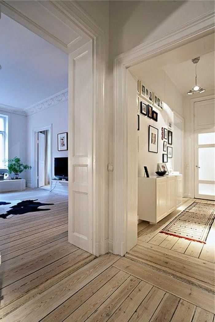 räumliche-Wohnung-hohe-Zimmerdecken-Holzparkett