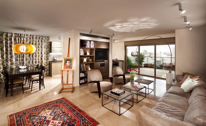 räumliche-Wohnung-vintage-Elemente-kleine-schöne-Coutschtische