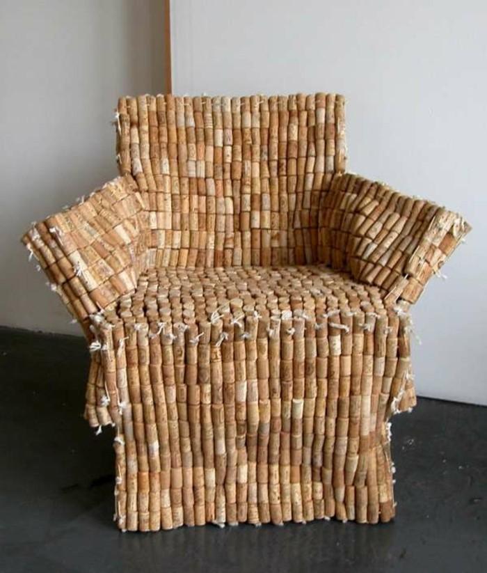 recycling-möbel-kreatives-design-sessel-aus-aus-kork