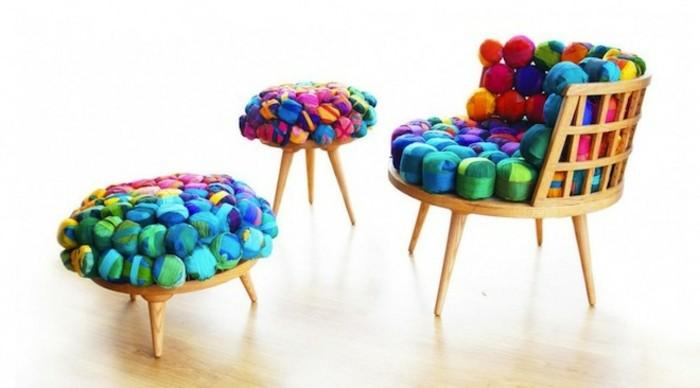 recycling-möbel-tolle-gestaltung-tisch-und-stühle-bunte-farben