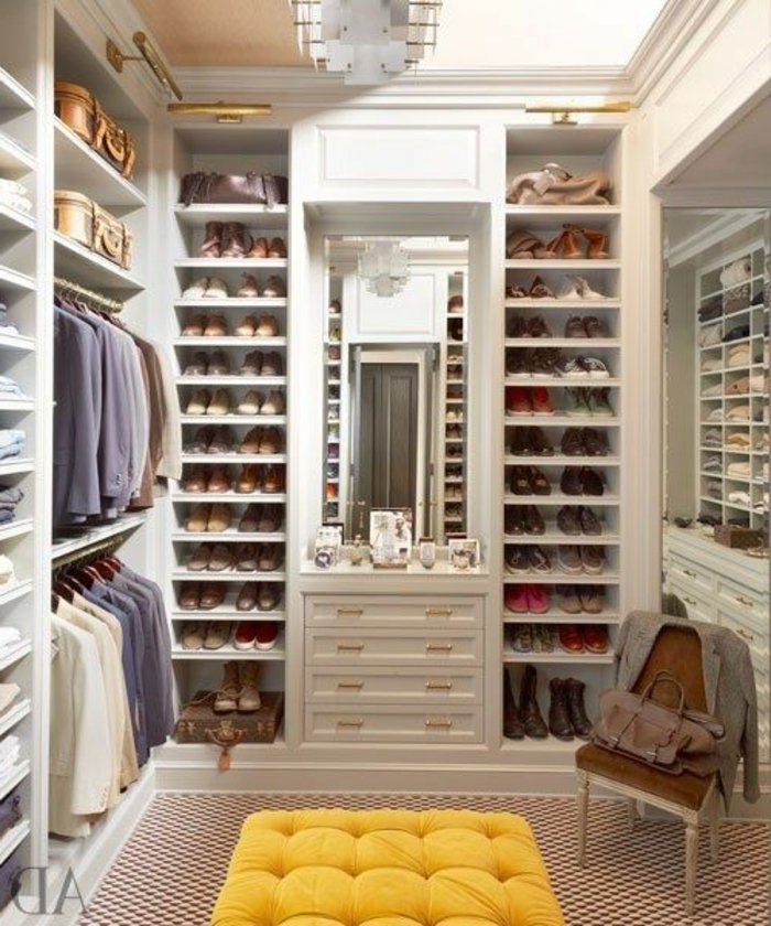 riesige-Garderobe-mit-Schuhschrank-für-Männer