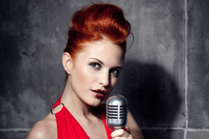 rockabilly-frisur-50er-style-schicke-orange-haare