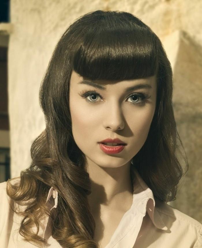 rockabilly-frisur-50er-style-wunderschöne-braune-haare