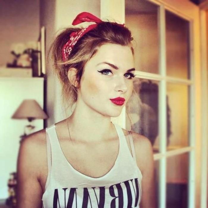 rockabilly-frisuren-50er-jahre-style-haarband-und-super-schminken