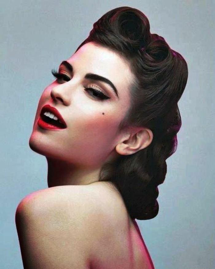 rockabilly-frisuren-dunkel-braune-haare-rote-lippen