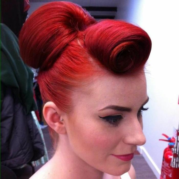 rockabilly-frisuren-extravagante-rote-haare