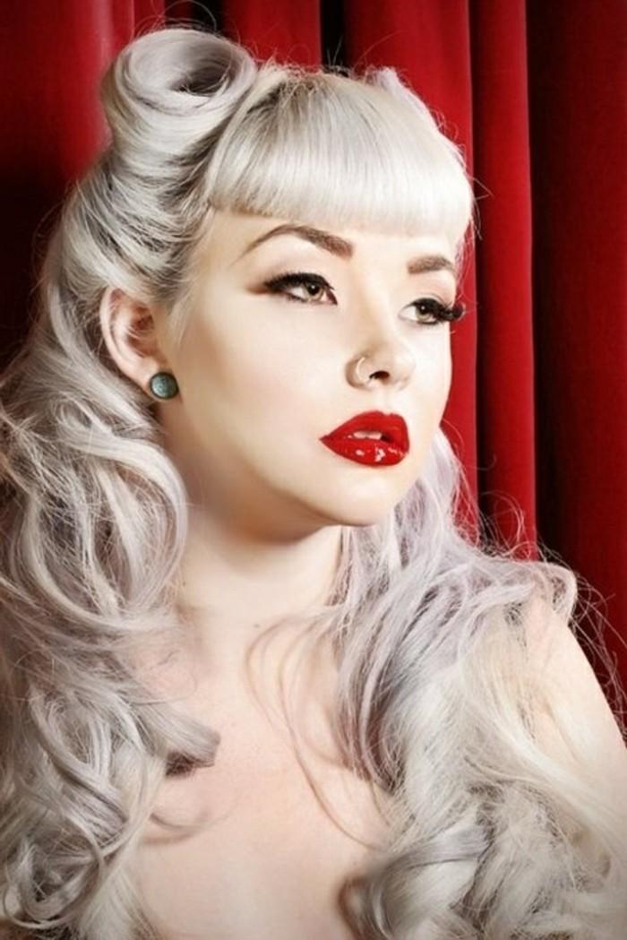 rockabilly-frisuren-weiße-lange-haare-rote-lippen