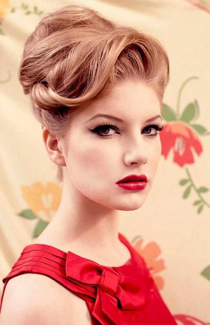 rockabilly-frisuren-wunderschöne-rote-lippen-und-blonde-haare