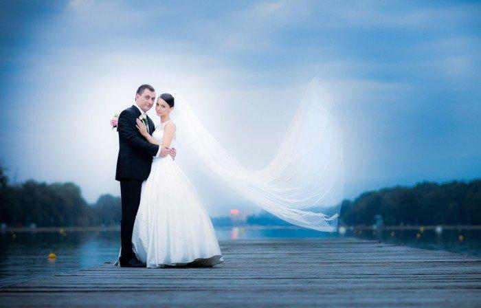 romantische-Hochzeitsfotografie-Brautleute-am-Kai