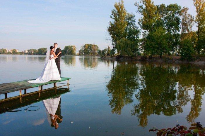 romantische-Hochzeitsfotografie-Brautpaar-am-Kai