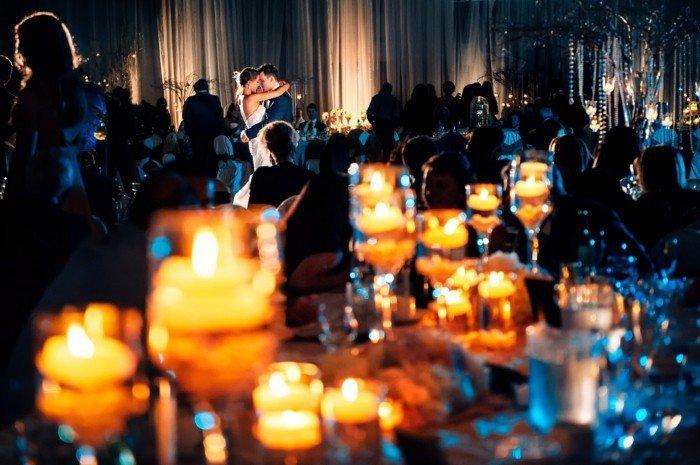 romantisches-Hochzeitsbild-der-erste-Tanz