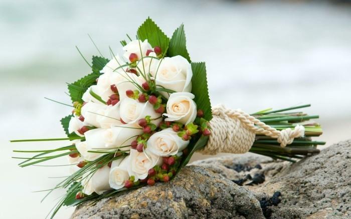rosenstrauß-weiße-rosen-