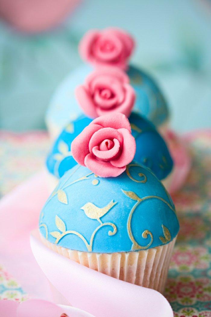 süße-blaue-Cupcakes-mit-Aschenputtel-Motiven
