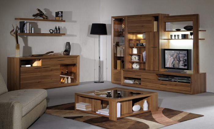schöne-Einrichtung-passender-quadratischer-Wohnzimmertisch