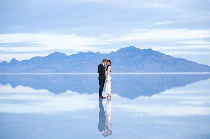 schöne-Hochzeitsfotos-Ideen-Wiederspiegelung-im-Wasser
