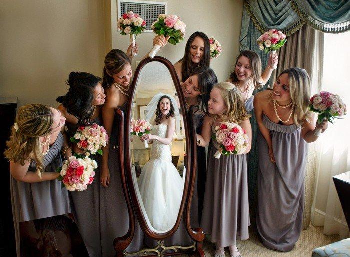 schöne-Hochzeitsfotos-die-Braut-und-ihre-Brautjungfern