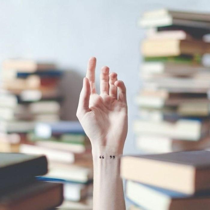 schöne-Tattoos-kleine-Tattoos-Ideen-Anführungszeichen-Handgelenk-Tattoo