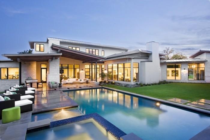Herrliche schöne häuser mit moderner architektur